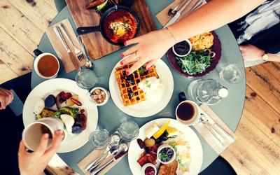 table avec nourriture